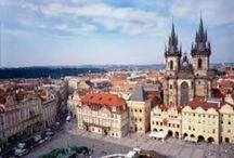Praga / Praga. Situada en las orillas del río Moldava, tiene aproximadamente 1,2 millones de habitantes. Desde 1992 el casco histórico de la ciudad es Patrimonio de la Humanidad. Es una de las veinte ciudades más visitadas del mundo. / by ViajeXelMundo