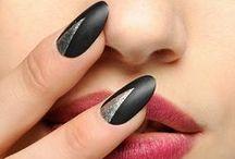 Nail-Art / Welche Maniküre soll's heute sein? Die Fingernägel und Nail Art der Stars und bekanntesten Nail Art Bloggern hier! Von kreativen Gel-Nägeln bis zu abgefahrenen Duckfeet Nägeln