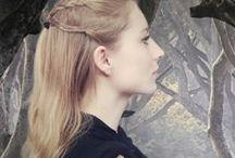 Game of Thrones Frisuren / Die Frisur von Melisandre, Sansa Stark oder Daenerys Targaryen nachstylen? Klar! Wir haben Game of Thrones Hair Tutorials für euch!
