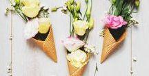 DIY Blumendeko / Au revoir Tristesse, hallo Blumen! Mit farbenfrohen Blumen bringen wir die schönsten Seiten des Frühlings und des Sommers in unser Zuhause. Hier findet ihr die besten DIY Blumendeko Ideen!