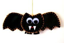 Spooky Halloween Crafts / Ghosts & Ghouls, spiders & webs, bats & black cats, skull & crossbones. All to make your Halloween a little bit more scary.