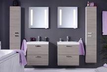 Logic badrumsserie / Med produkter från Logic kan du göra ditt badrum rymligare. Produkterna är nätta och har ett grundare djupmått. Det är också den första badrumsserien som kan spegla ditt humör. Låt någon av de fyra temperamentsfärgerna göra ditt badrum mer personligt. Blandarspaken, möbelluckorna och badkarsfronten är alla utbytbara så om du ångrar dig är det bara att byta färg! Välj mellan färgerna Crazy Orange, Moody Blue, Sinful Black och Perfect White.