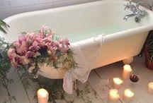 Romantiska badrum / Blomblad, levande ljus, bubbelbad... här har vi samlat inspiration till romantiska badrum.