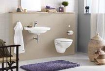 Nautic badrumsserie / Nautic är en serie badrumsprodukter med räta vinklar, raka linjer och en modern känsla. Lika väl som den smälter in i en modern miljö skapar den effektfulla kontraster i en äldre. De raka formerna gör även produkterna enkla att städa. Här är ett urval av produkter som representerar Nautic-serien.