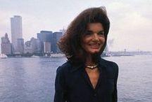 Style Lessons From Jackie Kennedy / En mayo se cumplen veinte años de la muerte de este ícono del modo de vestir de las americanas y referencia absoluta de la mujer moderna. www.blocdemoda.com