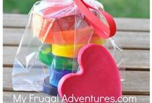 Crafts for Kids / Arts and craft ideas for kids. Children of all ages will be inspired to create these easy DIY crafts!