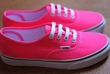 VANS / VANS/SNEAKERS/SKATERS/EMO/PUNK/DIFFERENT TYPES/GLITTER/OF THE WALL/NEON/GALAXY/POPULAIR
