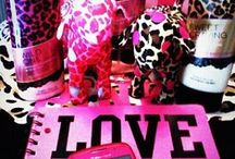 LOVE PINK VS / VICTORIA SECRET/PINK/LOVE/GLITTER/SHINYFRAGANCES/CLOTHES/BEAUTY/SUMMER/DOG/ANIMAL PRINT/COLORS/CUTE