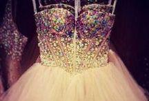 LOVELY WEDDING DRESSES / WEDDING/WHITE/GLITTER/LACE/DIAMONDS/SHINY/JEWERLY