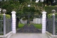 Driveway gate / http://www.martelliferrobattuto.com/index.php?route=product/category&path=39_60