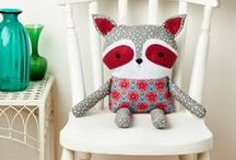 Dolls and cushions / Nines i coixins / Muñecos y cojines