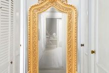 Mirrors / Here is our best selection of mirrors. You will find everything you need. We offer frames old style, the style of Louis Philippe, Napoleon III, baroque mirrors, mirrors Shabby Chic style. The frames are gilded with gold or silver leaf and / or painted. You will also find all the mirror shape you get with horizontal form, Vertical (feet), round, oval. In addition, we propose some mirrors with beveled glass. It will be a perfect accessory to decorate your walls.