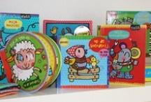 Ta-Ta / Het nieuwe label Ta-Ta voor kids van 0-4!  Verschillende vrolijk gekleurde boekjes in alle vormen en formaten. Om gezellig te lezen, puzzelen en schrijven. Leuk voor op je kamer maar ook om kado te geven. Verzamel ze allemaal! Binnenkort komen er nog meer leuke items om de kinderkamer op te vrolijken. Uitgever: Image Books Factory BV Veghel.