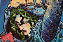 Μέδουσα (Médousa) / En la mitología griega, Medusa (en griego antiguo Μέδουσα Médousa, 'guardiana', 'protectora') era un monstruo ctónico femenino, que convertía en piedra a aquellos que la miraban fijamente a los ojos. Fue decapitada por Perseo, quien después usó su cabeza como arma hasta que se la dio a la diosa Atenea para que la pusiera en su escudo, la égida. Desde la antigüedad clásica, la imagen de la cabeza de Medusa aparece representada en el artilugio que aleja el mal conocido como Gorgoneion.