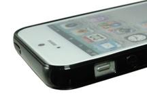 Bumper Case iPhone 5 / Bumper Case con superficie posteriore Opaca Compatibile con iPhone 5 Un ibrido tra Bumper e Cover. Questa cover protegge il contorno il retro e gli angoli del vostro iPhone da urti accidentali e da graffi da piano di appoggio.  Di facile installazione, con pieno accesso ai tasti ed al connettore, si integra perfettamente.