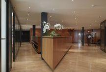 Siège de SYZ à Genève / C'est à Genève que SYZ tient son siège, au 30 rue du Rhône. Il abrite des centaines d'œuvres conceptuelles contemporaines, dont voici quelques images.
