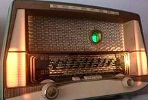Grandpa's Radios vintage radios with modern bluetooth connectivity / De belles radios anciennes révisées et garanties. Equipées d'une connectivité bluetooth pour diffuser les médias contemporains. Écoutez votre musique numérique avec style.