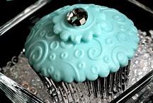 Cupcake  / Coloratissimi, dolcissimi e bellissimi cupcake per le feste  dei bambini o per un party tra amiche. Idee, suggerimenti e tutti gli strumenti necessari per realizzarli su www.decorazionidolci.it