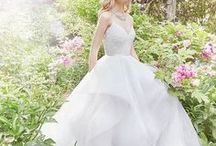 LuxeList | Alvina Valenta / At Alvina Valenta, we believe in iconic elegance, dreamy romance, chic modernity, and sensual, vintage-inspired glamour. We believe in evoking a sense of magic through layers of luxe details.