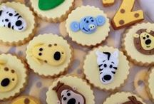 Raa Raa The Noisy Lion Party / Inspiration for a Raa Raa the Noisy Lion birthday party. Jungle and animal themed cakes and decorations!