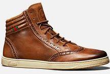 Miesten kengät / Miesten kengät eivät ainoastaan ole suuntaa näyttävät menopelit jalassa, vaan ne kertovat myös paljon kenkien kantajasta. Miesten kengistä voit päätellä paljon kyseisestä herrasmiehestä.