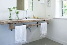 rustic & modern bathroom