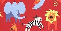 Tkaniny i zwierzęta / animal fabrics / Zebraliśmy tu tylko niektóre tkaniny ze zwierzakami, resztę wzorów i kolorów znajdziecie w pracowni. Tkanina dekoracyjna potrafi wykreować każdy wymyślony przez dziecko świat, wystarczy posłuchać i poszukać. Koty, psy, słonie, konie, cała dżungla i morze - zaproś dziecko do projektowania zasłon czy rolet, to fajna zabawa :)