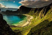 Die Lofoten-Inseln / Das Lofoten-Archipel im Norden Norwegens bietet reizvolle Landschaften, entlegene Fischerdörfer, tolle Angelmöglichkeiten und Vogel-, Seeadler und Walsafaris. Sensationelle Foto-Motive gibt es so viele, dass der Speicherplatz auf der Karte garantiert gesprengt wird. Und das Beste: Dank der Mitternachtssonne gibt es im Sommer 24 Stunden Tageslicht gratis dazu :-)