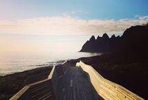 Die Norwegischen Landschaftsrouten / Die Norwegischen Landschaftsrouten verlaufen entlang der spektakulärsten Spots der norwegischen Natur. An den schönsten Stellen befinden sich Aussichtsplattformen in modernem Design und laden zum Rasten ein.