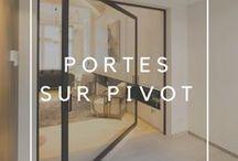 Portes pivotantes - portes intérieures sur pivot / Portes intérieures modernes sur pivot. Exemples de portes sur pivot désaxé ou central. Aucune des deux ne nécessitent d'intégration dans le sol, ceci même en cas de chauffage par le sol. Anyway Doors offre un grande collection de portes pleines et portes vitrées sur pivot.