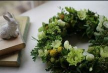 kusakanmuri Wreath / White&Green photo: F.Nakano