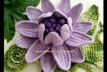crochet flowers / by Agnes Janssens