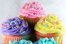 Cupcakes / Delicious, fun, and artistic cupcakes. I'd love to bake them all!