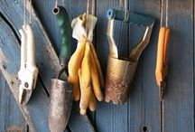 Gardening Tools / One cannot garden with out stylish gardening tools. The plants look good and so do you. Here are some of GreenWay's favourite tools for the garden