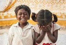 """Kinderlachen / Das Lachen von Kindern ist das schönste, was man hören kann. Kinderlachen ist immer echt, nie gespielt. Mit """"Weihnachten im Schuhkarton"""" wollen wir Kinder wieder zum Lachen bringen. Kinder, die in Not sind, Kinder, die sonst nicht viel zu lachen haben, weil sie mithelfen müssen ihre Familie zu ernähren, Kinder, die viel zu früh erwachsen sein müssen. Wir wollen ihnen dieses Lachen eines unbeschwerten Kindes zurückgeben - durch ein Geschenk, das sagt - jemand denkt an dich."""