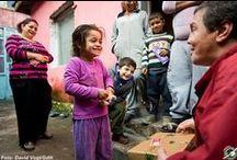 Verteilreise Bulgarien 2014 / Im Dezember 2014 waren wir dabei, als Kinder in Bulgarien mit euren Schuhkartons geschenkt wurden. Lasst euch mitnehmen in die Armut, aber auch die Freude, die Kinder, Eltern, Kindergärtnerinnen, Lehrer und wir erlebten, als unzählige Schuhkartons geöffnet wurden.