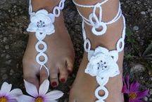 diy jewellery / crochet and beads barefoot sandals. anklets, bracelets