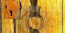 Дверные ручки, замки. дверные молотки