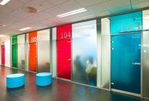 Vetrofanie e decorazioni vetrine. / Galleria immagini da cui trarre ispirazioni - Pellicole adesive per vetro per la decorazione, abbellimento e personalizzazione. www.ventotto.net