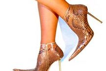 POINTY SHOES FASHION / The coolest shoes girls can wear in my mind