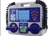 Defibrilatör Cihazları / Medikal ürünler arasında en çok dikkat çekenlerden biri olan defibrilatörler, kalbin anormal atışların normal ritme dönüştüren cihazlardır.