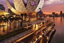 Singapore / Things to do, see, eat and visit in and around Singapore.Tips for travellers looking to explore the area.