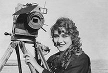 Les femmes derrière la caméra / Les femmes dans l'industrie audiovisuelle. Techniciennes, réalisatrices, productrices, des origines du cinéma à nos jours.