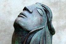 bust,faces - women II / kámen,bronz,hlína a podobné mat.