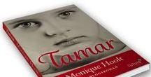 Monique Hoolt - auteur van de oorlogsroman Tamar / Monique Hoolt is auteur van de oorlogsroman 'Tamar'. Het is oktober 1943; Tamar is negen maanden oud als haar moeder, op de vlucht voor Duitse soldaten, haar in de armen van een onbekende vrouw duwt. Het Joodse meisje groeit op in een pleeggezin en krijgt te maken met alle gevaren die de Tweede Wereldoorlog met zich meebrengt, van verraad en NSB'ers tot bombardementen.