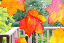 Fall Leaf Kids Crafts / Here are some fun kids crafts and art projects that use fall leaves from the trees!