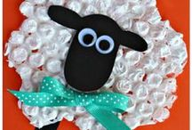 Farm Crafts for Kids / Here are some adorable farm crafts for kids to make! Find pigs, horses, chickens, sheep, and more!
