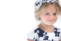 Bianco e blu / Un abbinamento di colori essenziale ma raffinato per gli eventi più attesi ed eleganti:il giusto equilibrio tra eleganza e briosità per uno stile minimal chic