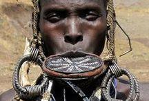 Pessoas: diferentes etnias, tribos nativas e urbanas. / Somos todos iguais, apesar das diferenças.