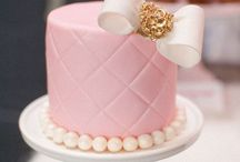 Delight: Cakes / by Vivian Castro